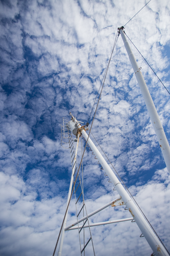 ... mast and clouds ...